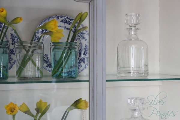 daffodils_china_cabinet
