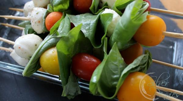 tomato_mozzerella_basil_skewers