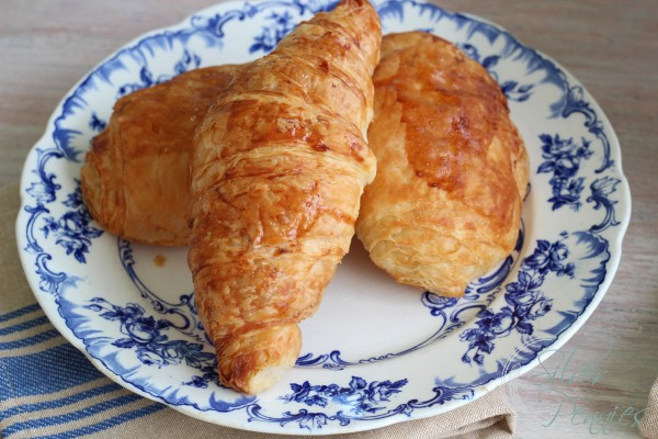 croissants_blue_china
