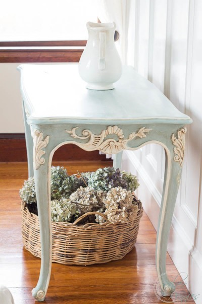 How to Paint a French Style Table