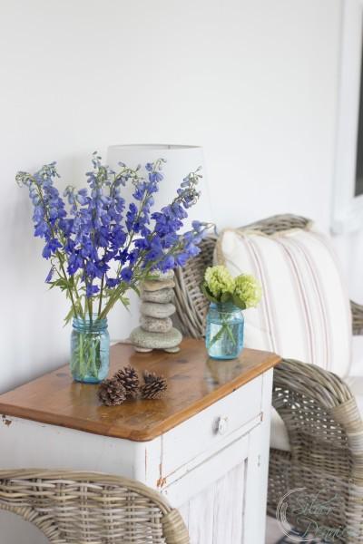 Sunroom with simple decor