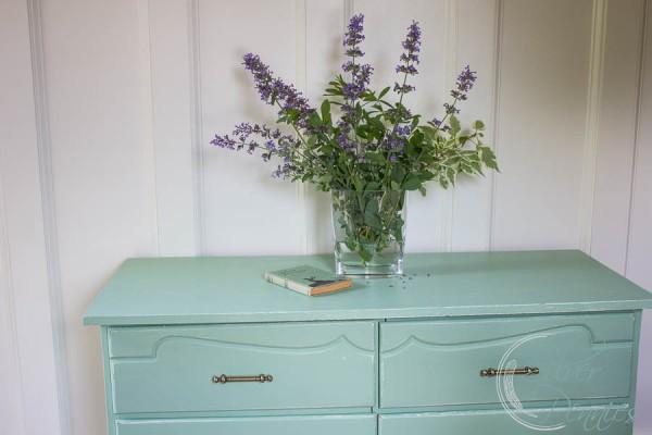 Flowers ad mint dresser