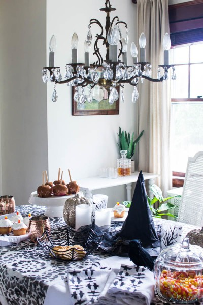 A pretty Halloween Tablescape