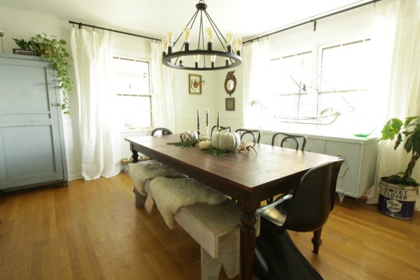 White-Rustic-Vintage-Dining-Room-with-Soft-Blues-Black-Accents-6