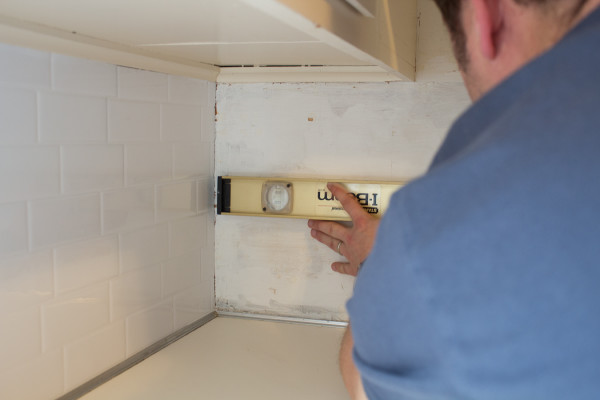 Step by Step for Applying Stick on Subway Tiles / www.findingsilvepennies.com