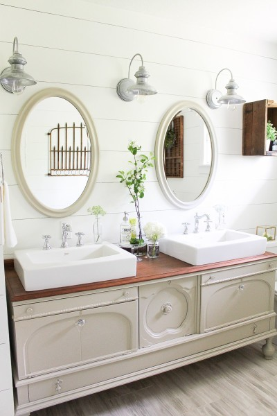 Farmhouse-Style-Bathroom-High-Res-20
