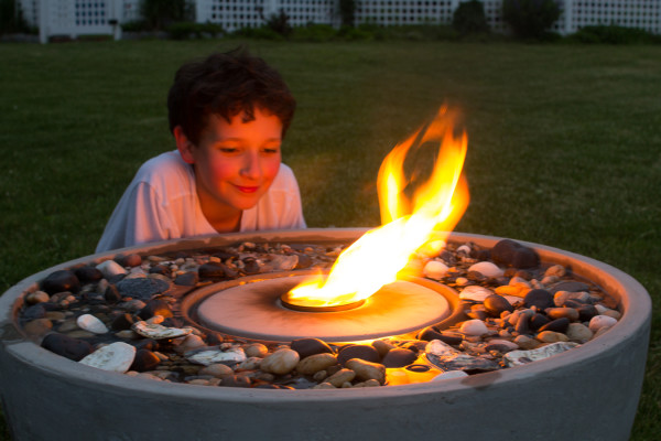 Adding Ambience with A Fire Fountain - www.findingsilverpennies.com