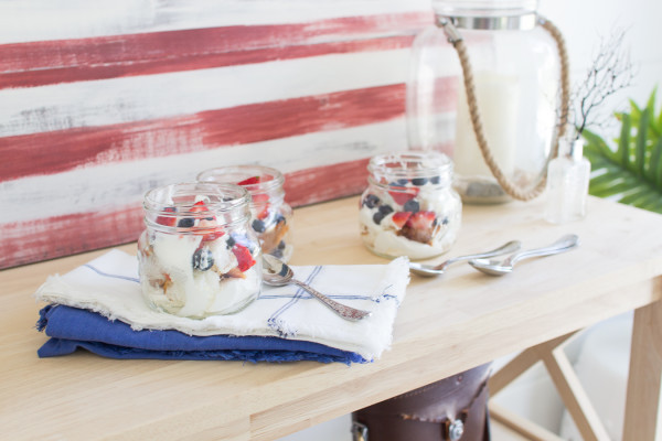 Portable Parfaits in Mason Jars are a fun addition to any party!