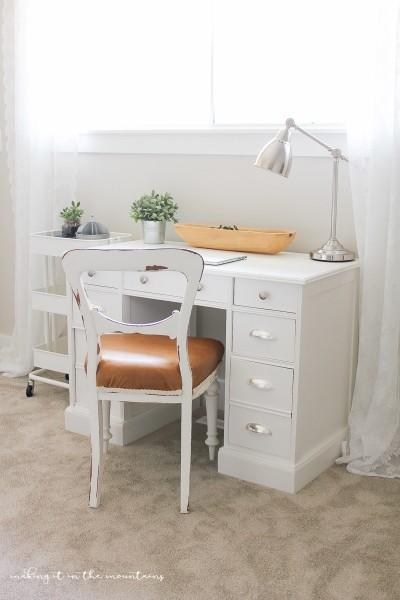 Farmhouse-Style-Leather-Chair-18