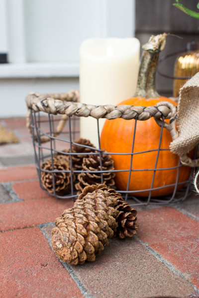 Nature and candle light I Creating a welcoming front porch for fall I www.findingsilverpennies.com