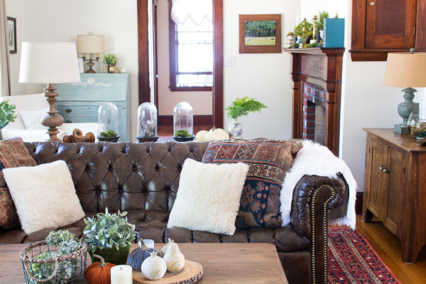 Tufted Leather and Fall in our Living Room / www.findingsilverpennies.com