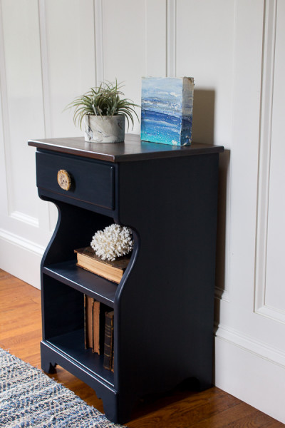 Gorgeous Navy Nightstand, perfect for a coastal bedroom! www.findingsilverpennies.com