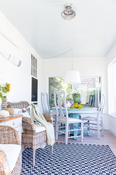 Simple decor in the sunroom for fall