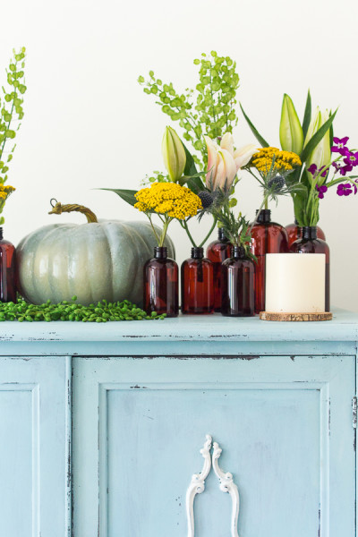 Flowers and pumpkins / decorating for fall / www.findingsilverpennies.com