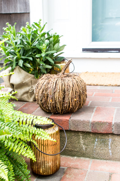 Greenery & twig pumpkins I Creating a welcoming front porch for fall I www.findingsilverpennies.com