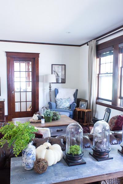 Living Room Fall Decorating www.findingsilverpennies.com