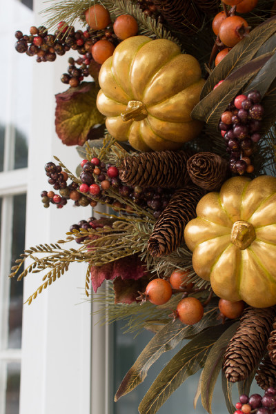 Gorgeous fall wreath I Creating a welcoming front porch for fall I www.findingsilverpennies.com
