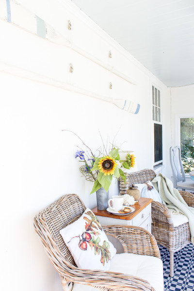 Decorating with whites and blues for a fun fall palette www.findingsilverpennies.com