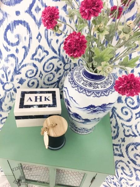 blueandwhitebathroom
