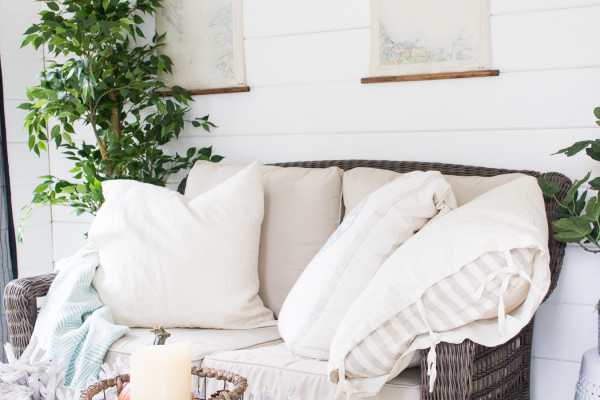 Cozy Couch - Fall in the She Shed I Finding Silver Pennies I www.findingsilverpennies.com