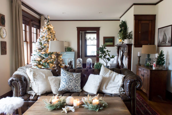 Christmas Living Room (2016) I Finding Silver Pennies