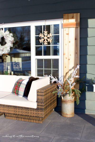 farmhouse-christmas-porch-16