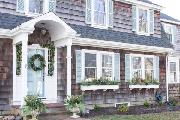 Outdoor Christmas Decor I Finding Silver Pennies