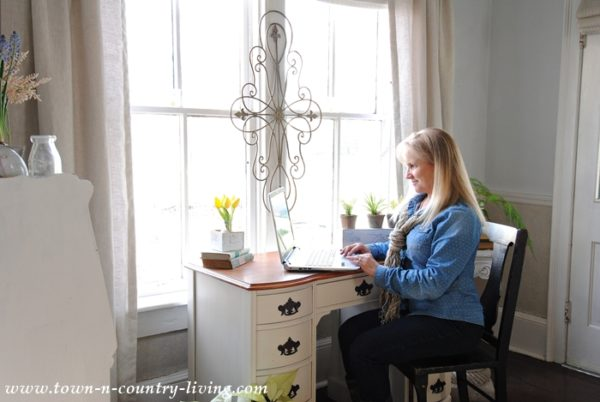 Jennifer Zuri (Town and Country Living) sits down and chats with us about her creative journey I Finding Silver Pennies