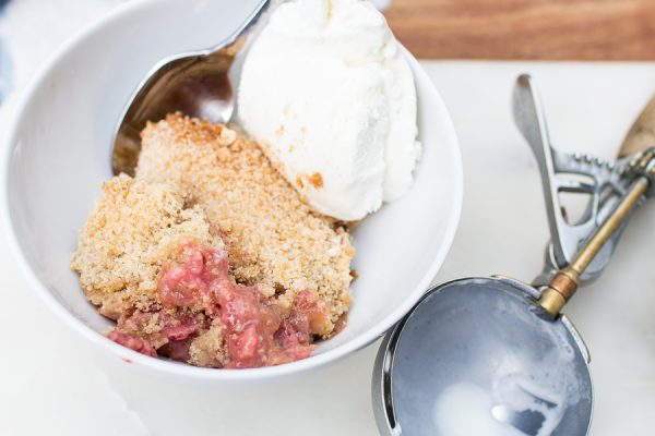 Delicious Strawberry Rhubarb Crumble I Perfect for summer entertaining! I Finding Silver Pennies