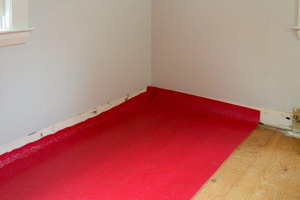 Placing underlay for hardwood floors