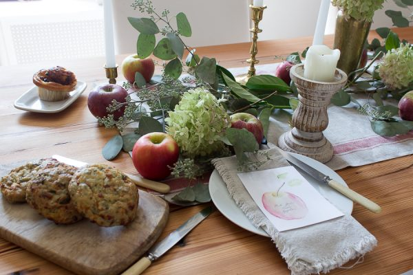 Simple Farmhouse Tablescape with a Free Apple Printable