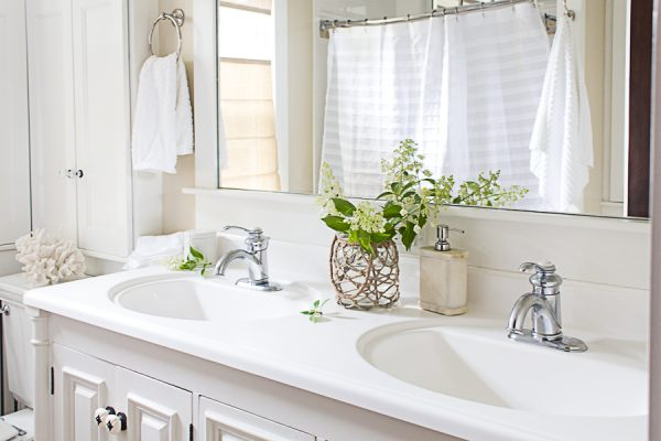 Simple Coastal Style in the Bathroom I Finding Silver Pennies