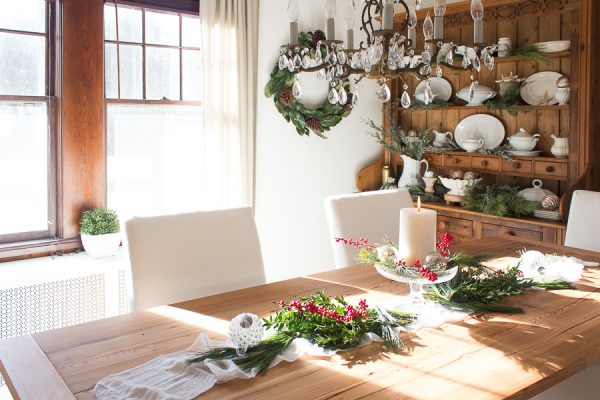 Pretty Christmas Dining Room I Finding Silver Pennies
