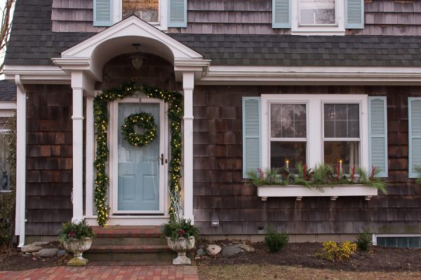 Festive Outdoor Decor - easy how to's for window boxes and urns I Finding Silver Pennies