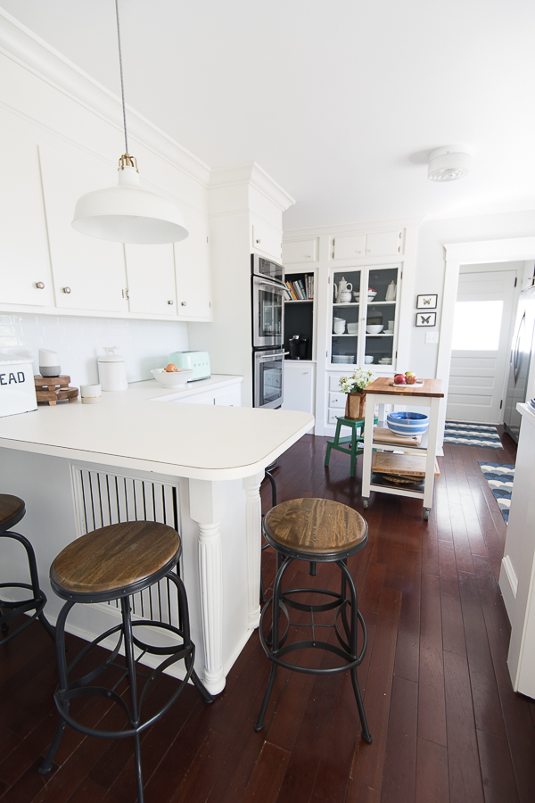 Classic New England Kitchen - Finding Silver Pennies