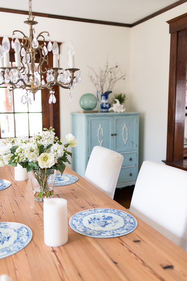 Coastal Blue and White Dining Room - Finding Silver Pennies