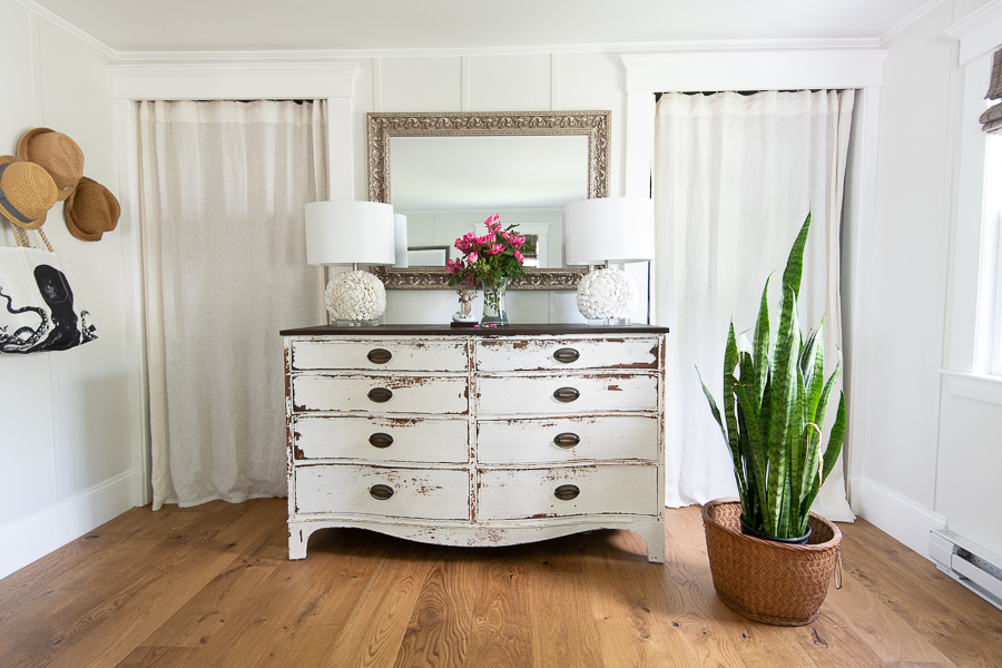 Pretty summer bedroom - Finding Silver Pennies