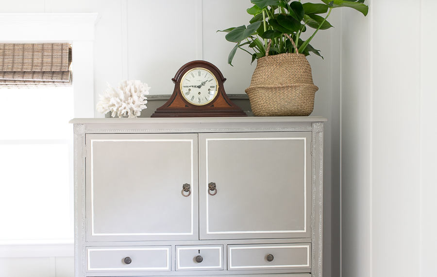 Classic coastal style in the bedroom - Finding Silver Pennies