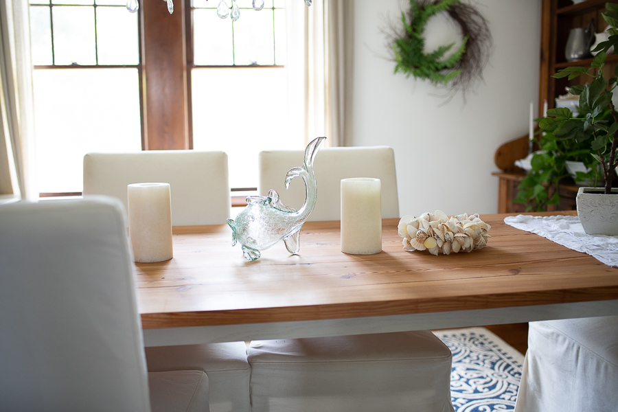 Simple coastal decor in the dining room - Finding Silver Pennies