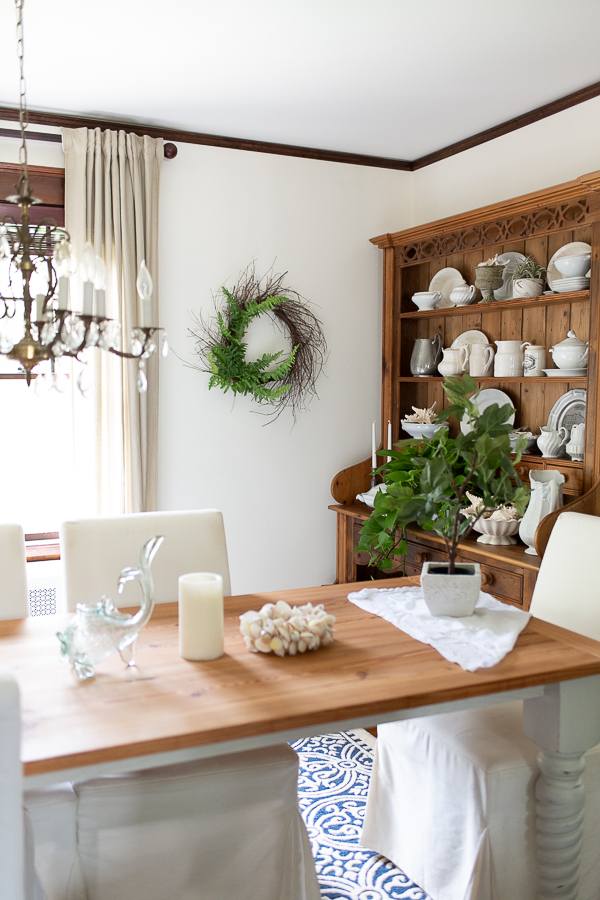 Relaxed summer dining room - Finding Silver Pennies