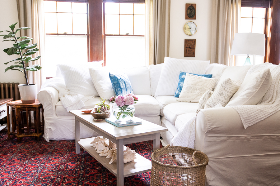 Slipcovered furniture gives a breezy look in the living room - Finding Silver Pennies