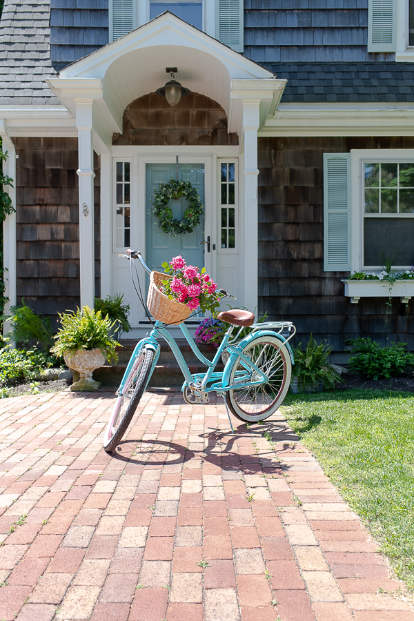 Pretty coastal home and a turquoise bike - Finding Silver Pennies