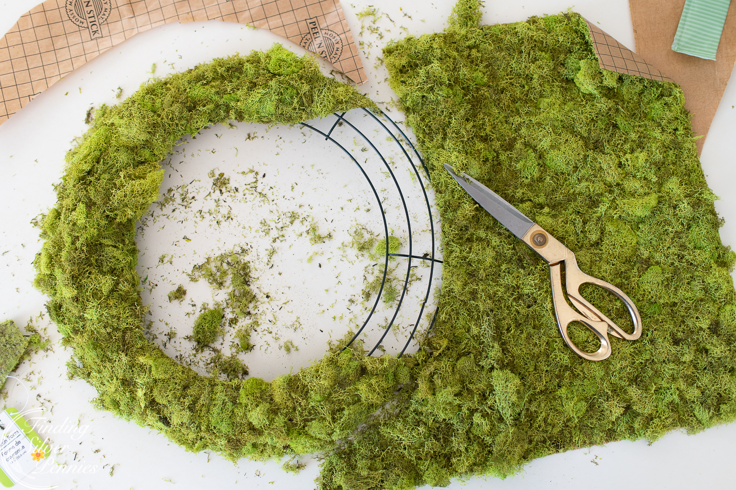 How to make a simple moss wreath #moss #crafts #DIYmosswreath #diymossnapkinrings #winterdecorating #hygge #cozyliving