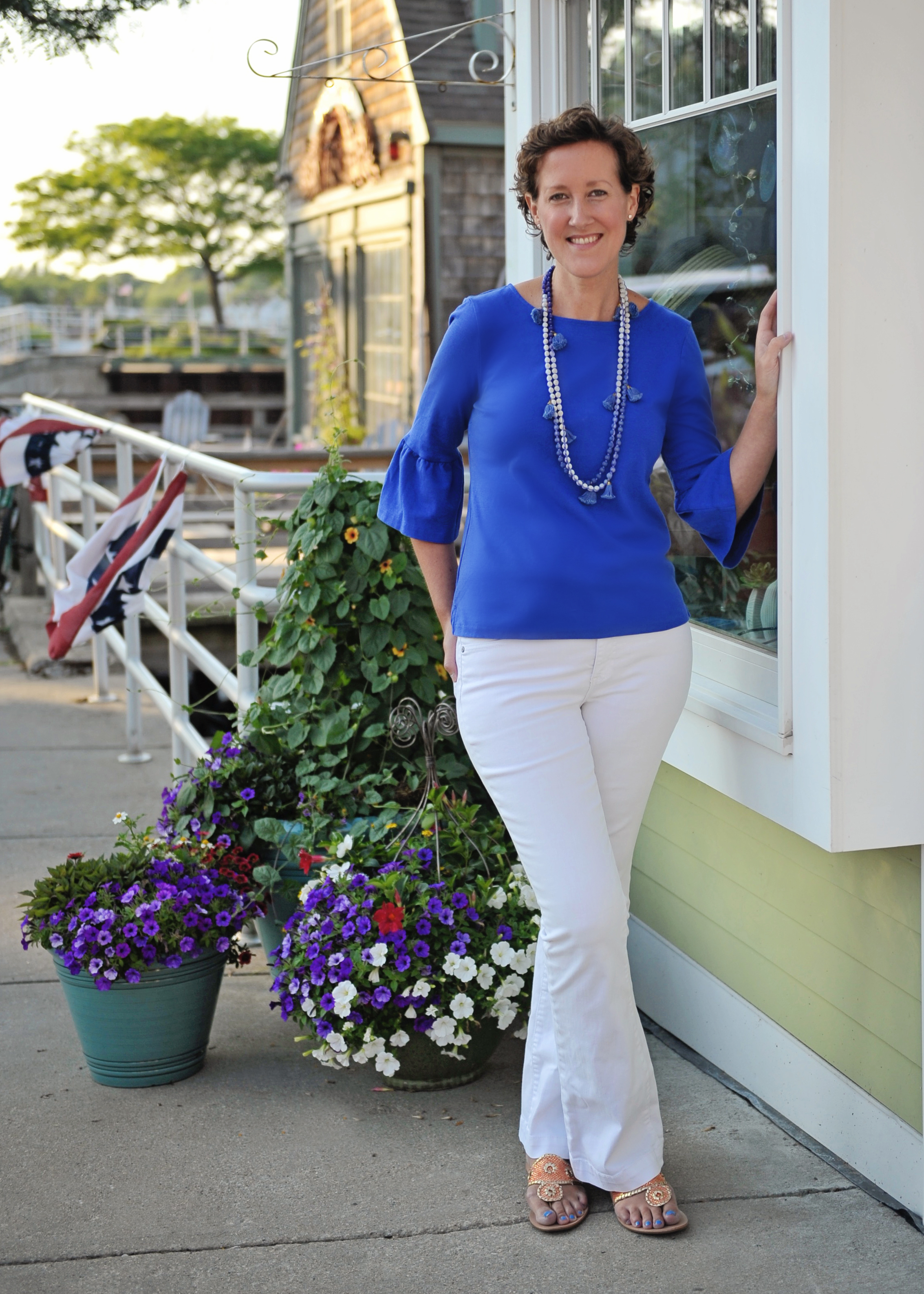 Artist Becky O'Toole in Scituate MA. She discusses her creative process in this interview #interview #creativity #coastal #seascapes