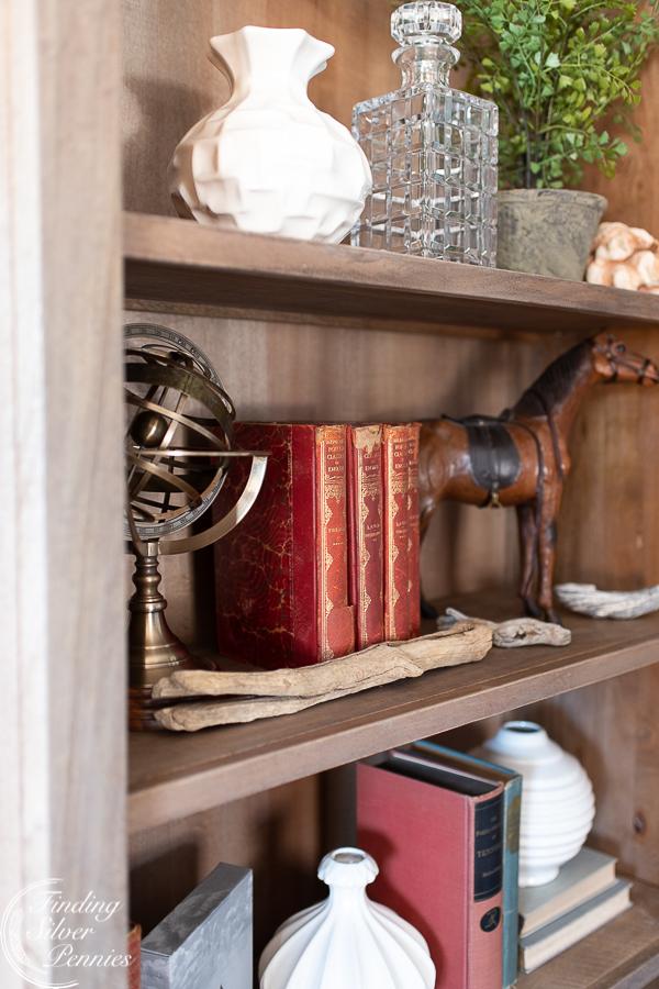 Simple tips for styling bookshelves #bookcase #office #englishstyle #bookshelf #stylingtips