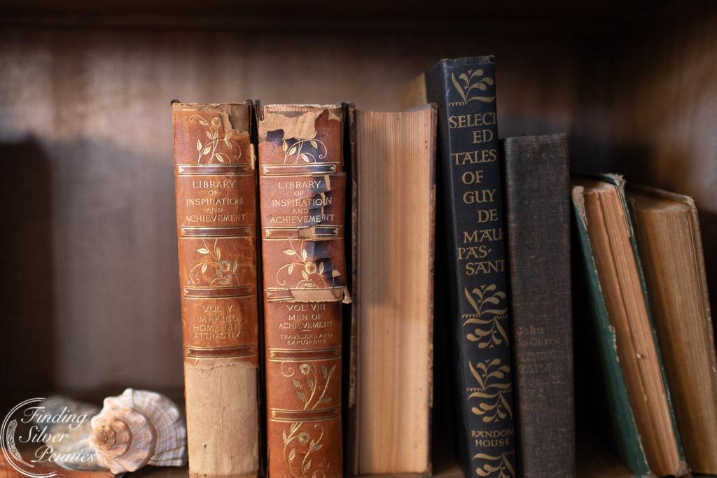 Old books add charm #bookcase #office #englishstyle #bookshelf #stylingtips