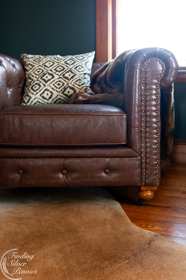 Beautiful detailing on a chesterfield club chair #bookcase #office #englishstyle #bookshelf #stylingtips