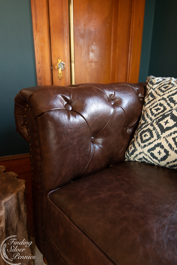 Warm brown leather tufting #bookcase #office #englishstyle #bookshelf #stylingtips