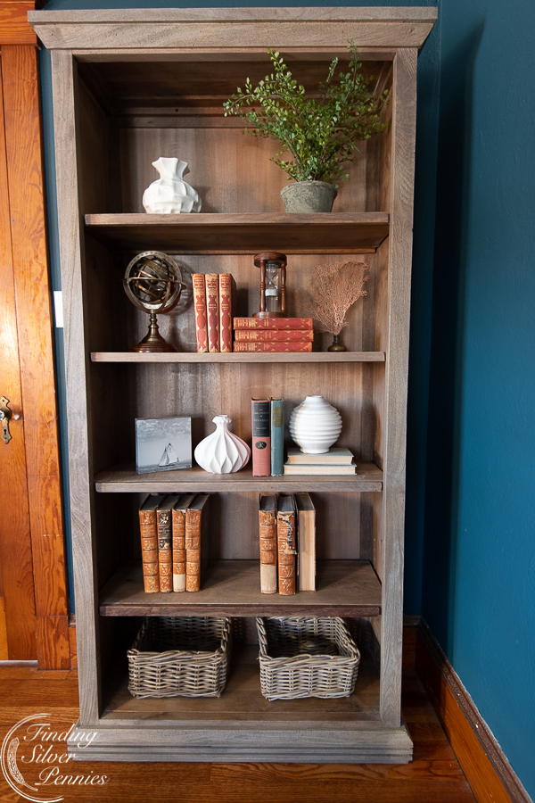 My process of styling bookshelves (in progress shot) #bookcase #office #englishstyle #bookshelf #stylingtips