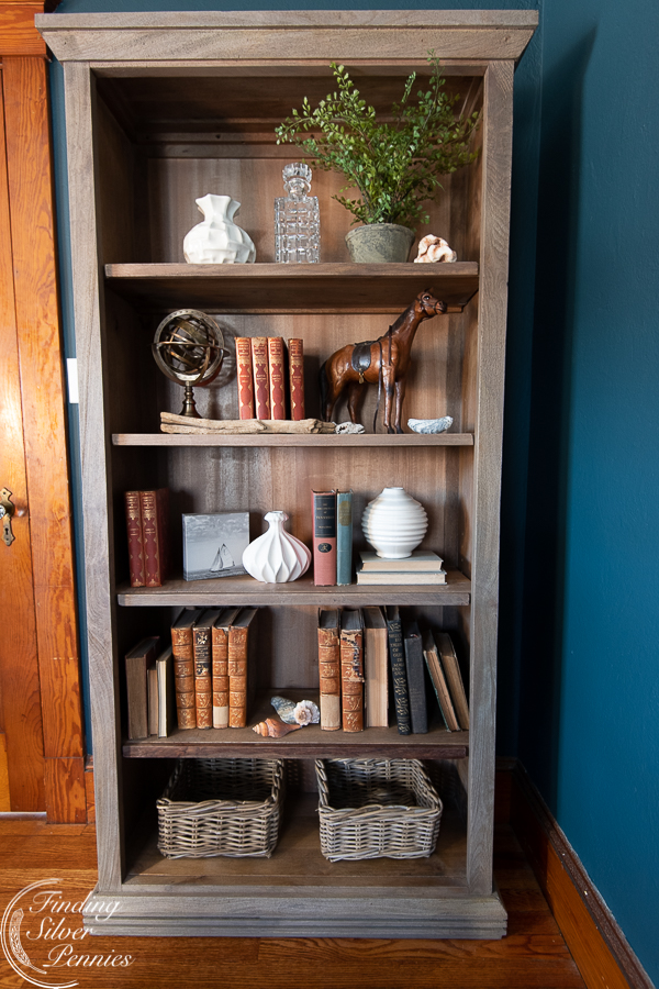 Easy tips for styling a bookcase #bookcase #office #englishstyle #bookshelf #stylingtips